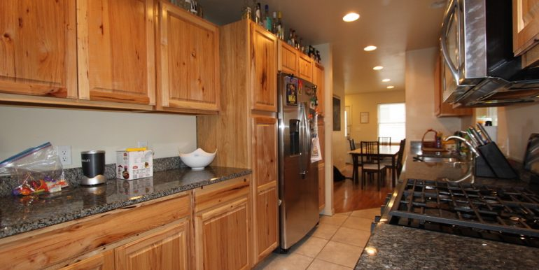 824 Sylvan kitchen