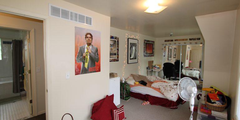 1012 bedroom
