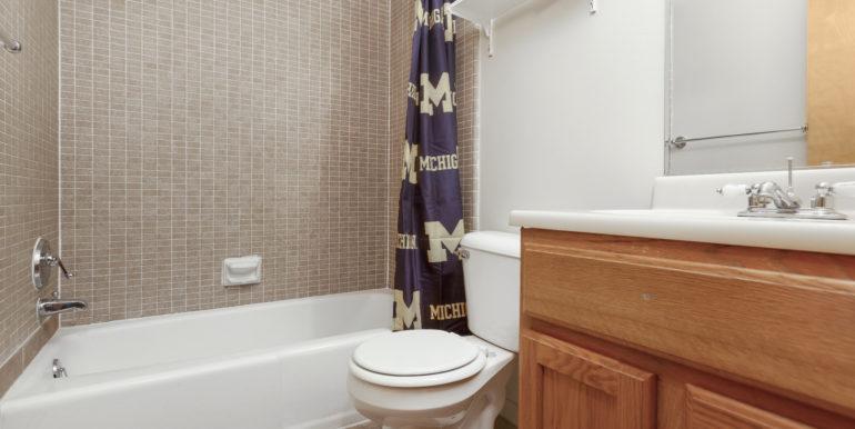 422 EK bathroom