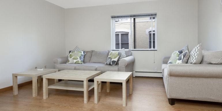 422 EK living room