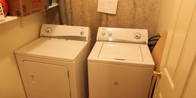 1027 rear laundry