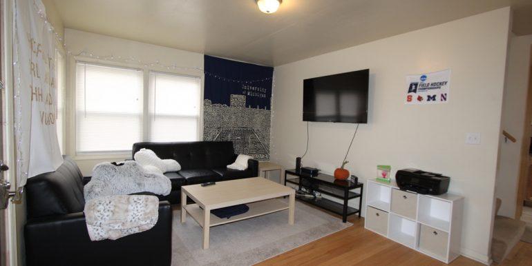 814 Sylvan Living room