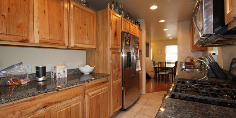 824 Sylvan kitchen